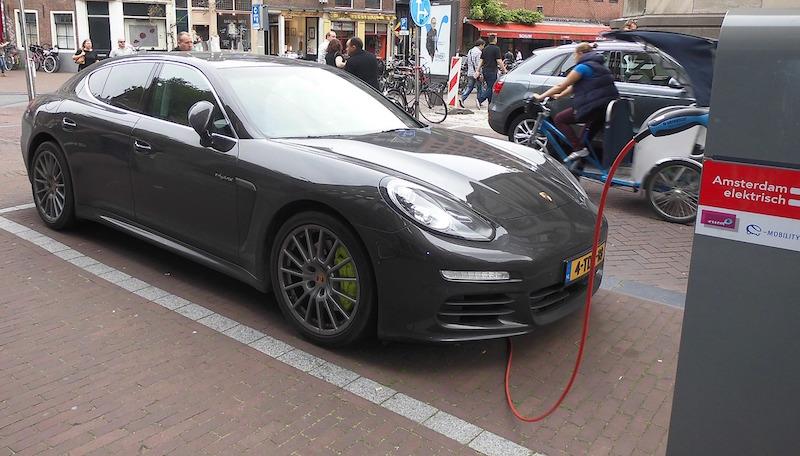 electric-car-Solar-Battery-Power